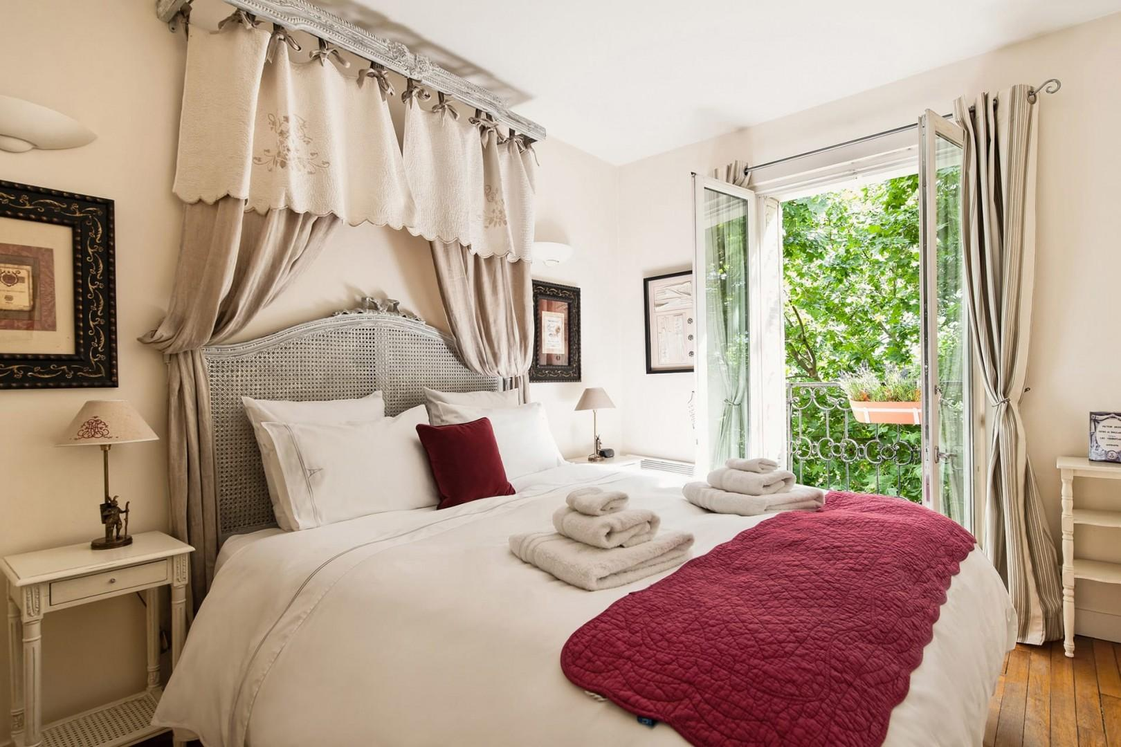 Enjoy the romantic bedroom with a comfortable bed.