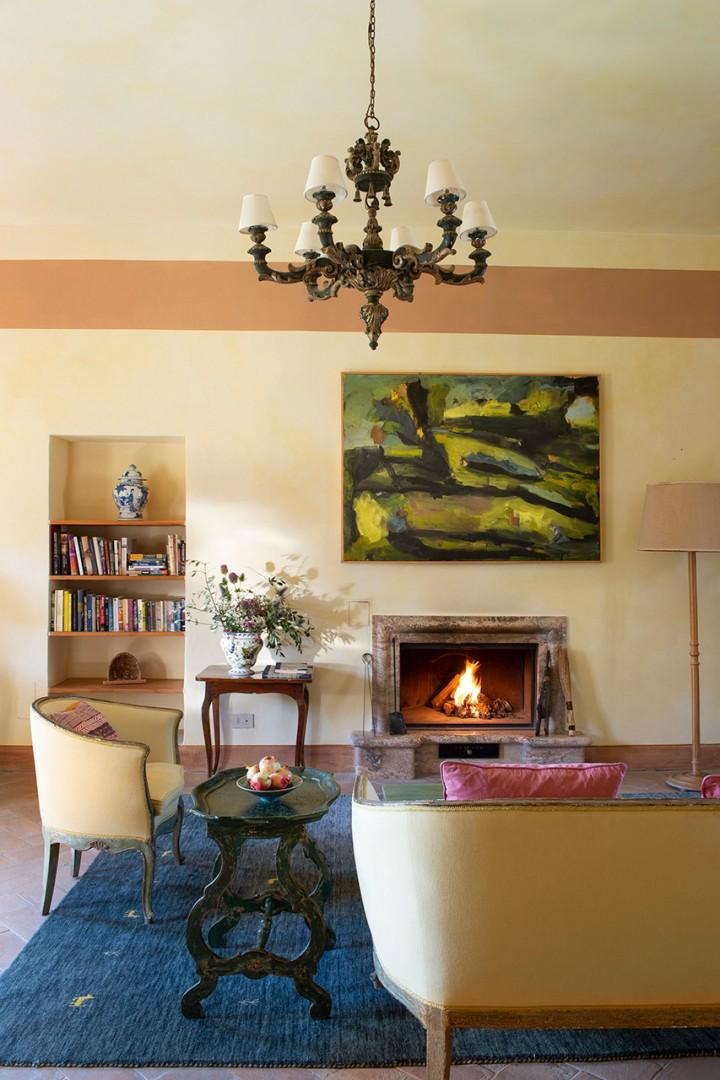 Working fireplace in the spacious Bersagliere living room.