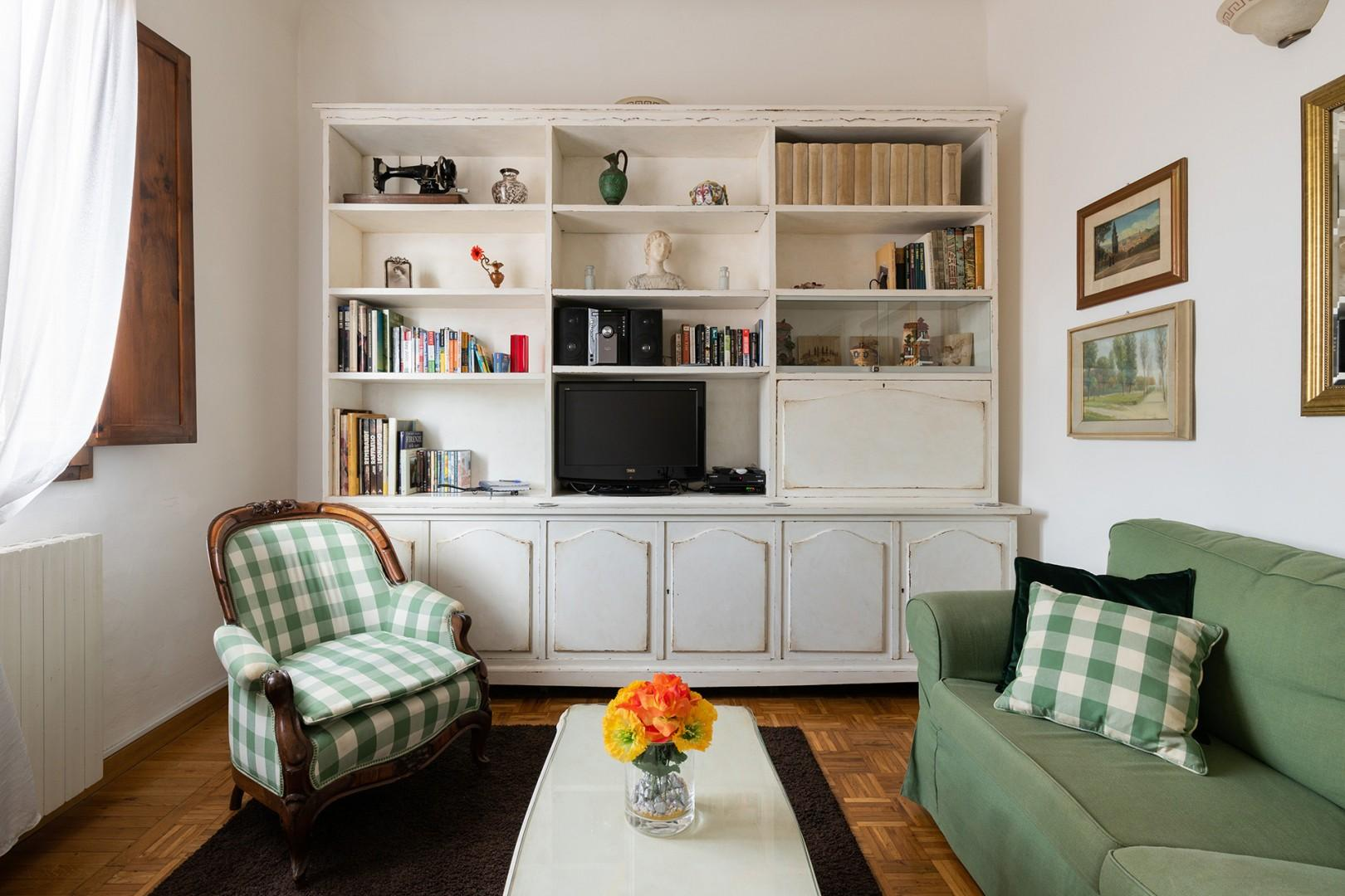 Comfy sofa, cheerful decor. You will be welcomed with a gift basket filled with treats.