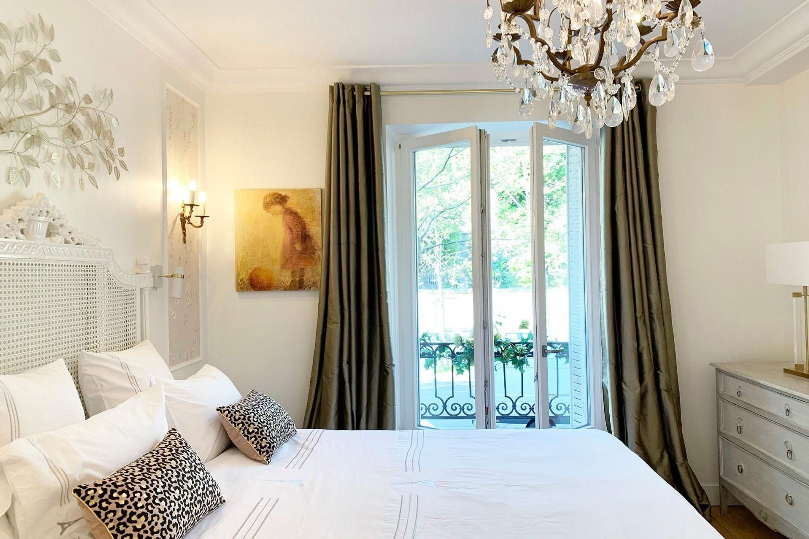 It will be easy to relax in the romantic bedroom 1 with a comfortable bed and elegant decor.