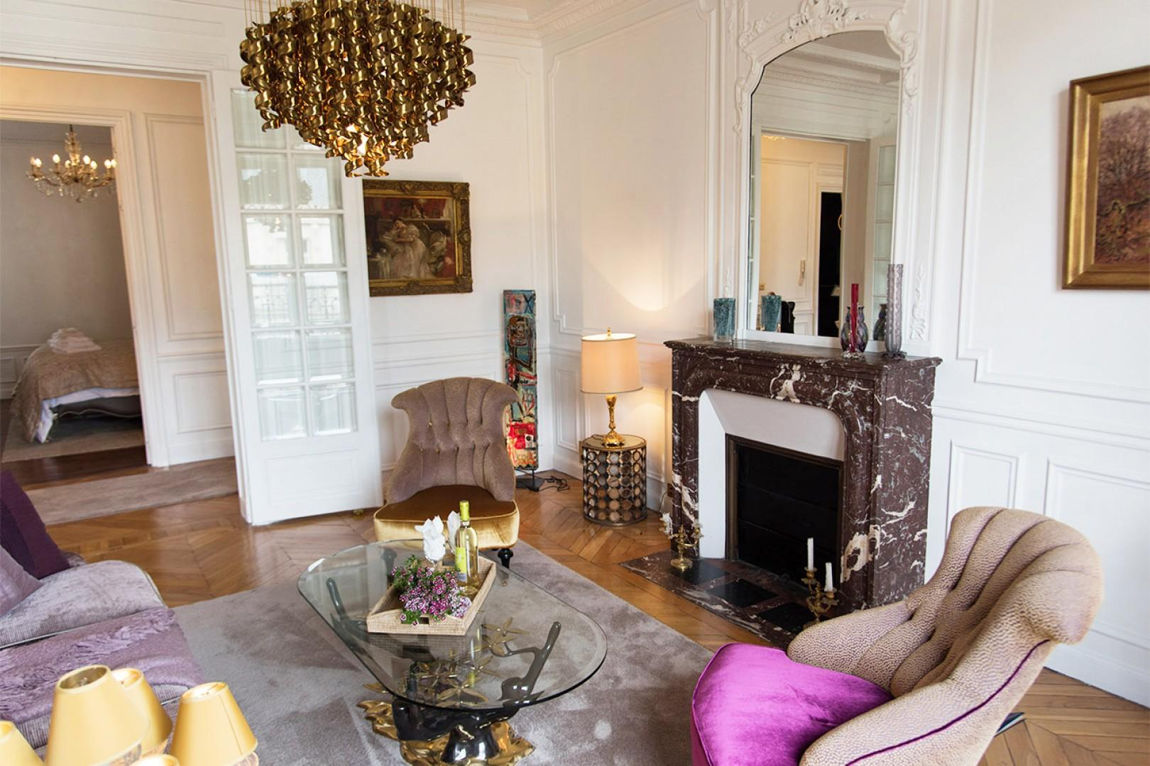 Live like royalty in this luxurious Paris apartment!