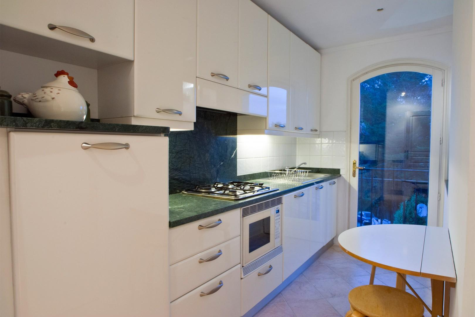 Second small kitchen, perfect for entertaining