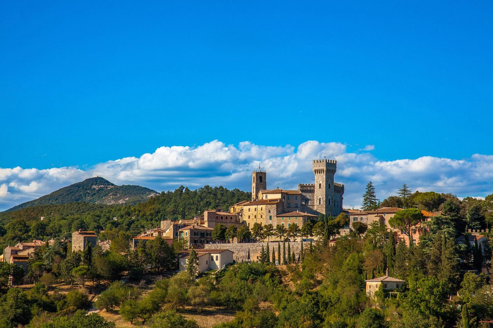 The town of San Casciano dei Bagni is as picturesque can be.