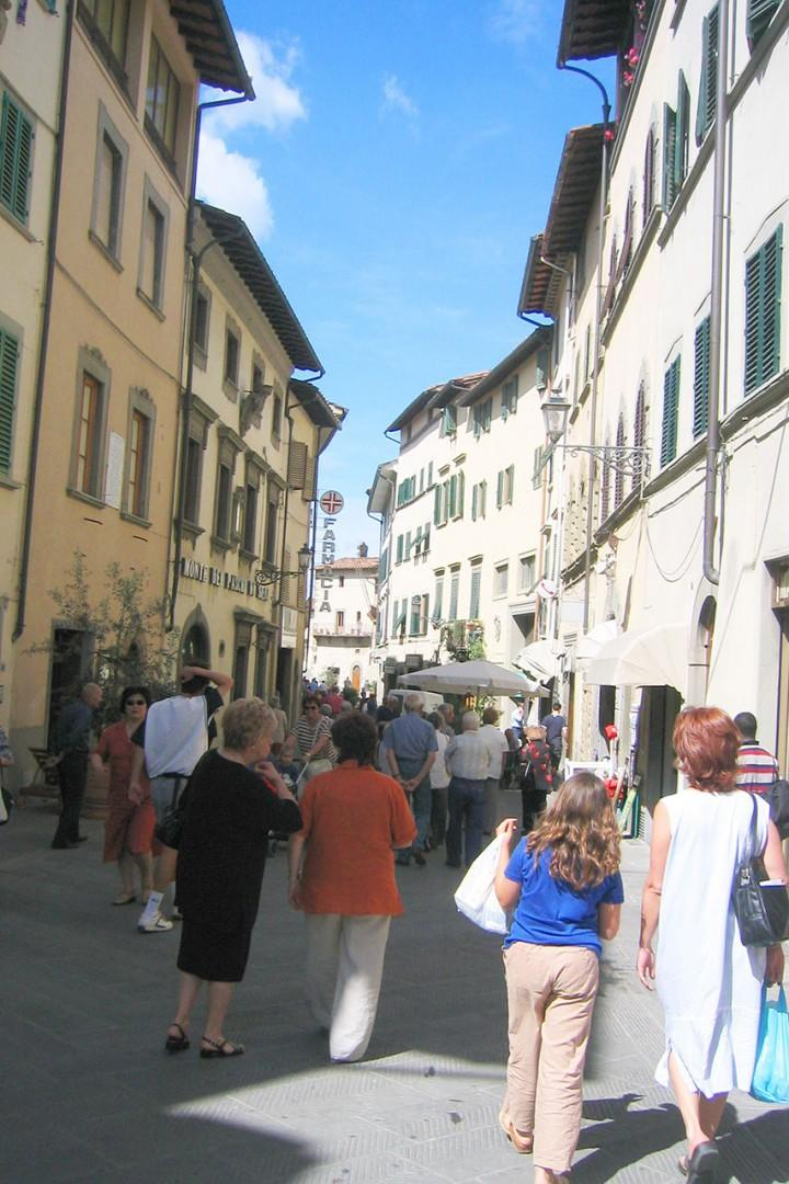 Nearby town of San Casciano in Val di Pesa has nice shops and restaurants.