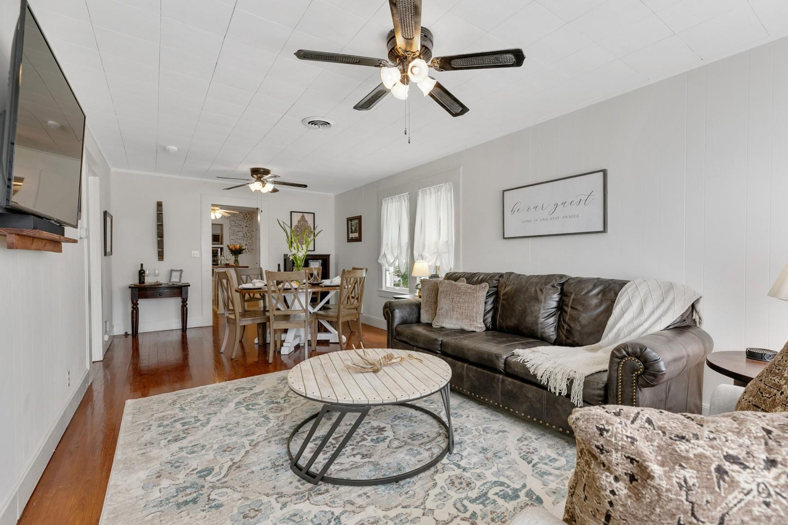 New! Charming Haus Near to Main St!