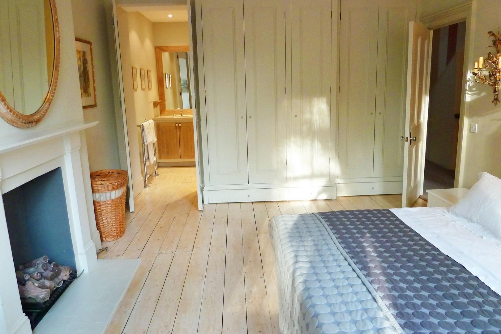 En suite bathroom to the first bedroom