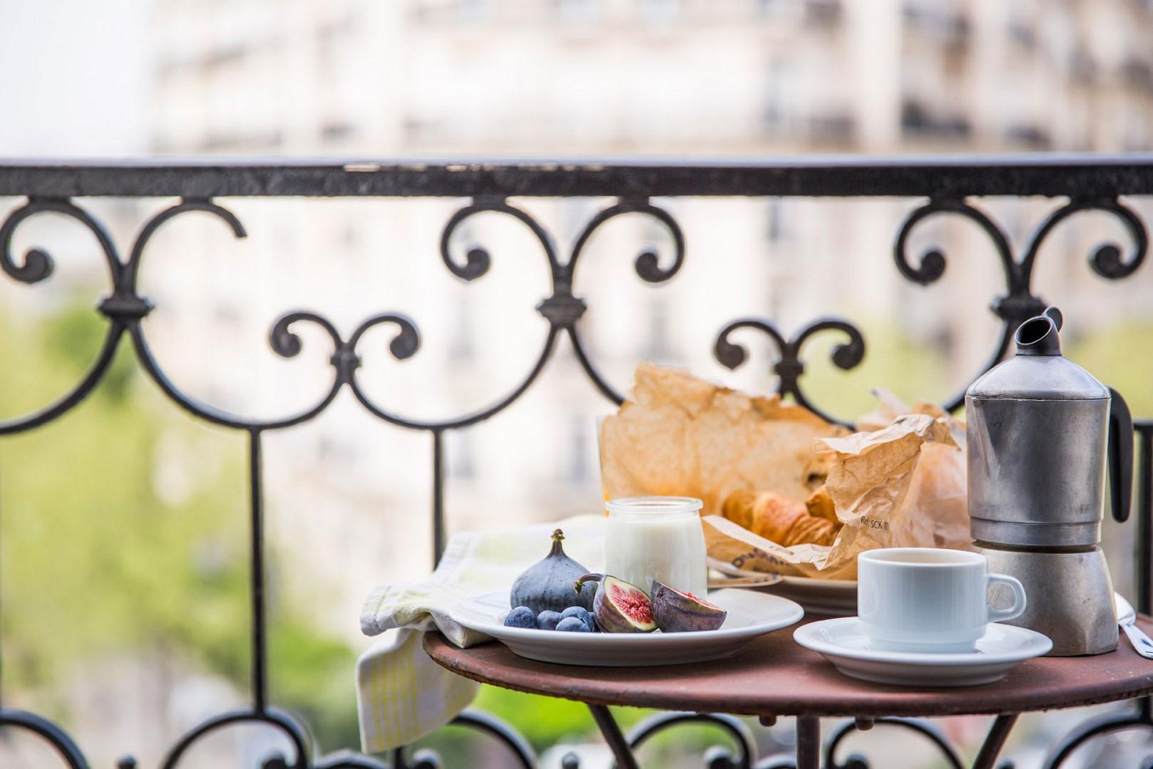 Enjoy breakfast on the sunny balcony.
