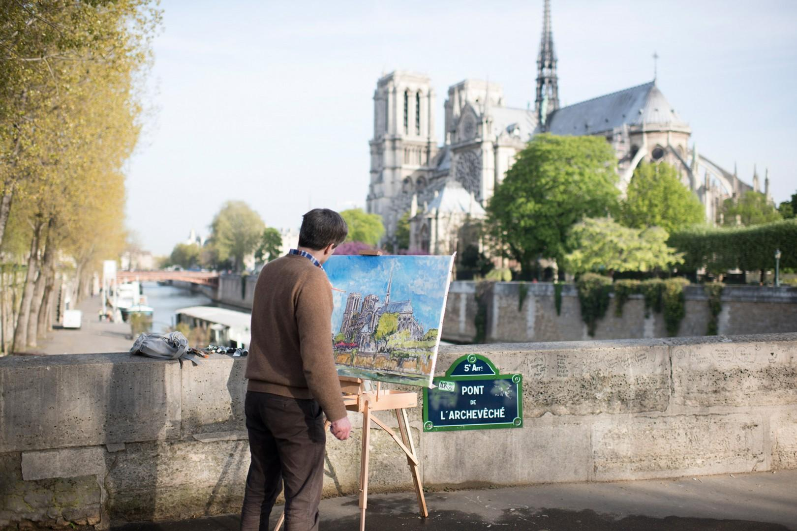 CMS-48-(Spot artists all throughout the city!)-gl-notre-dame-painter