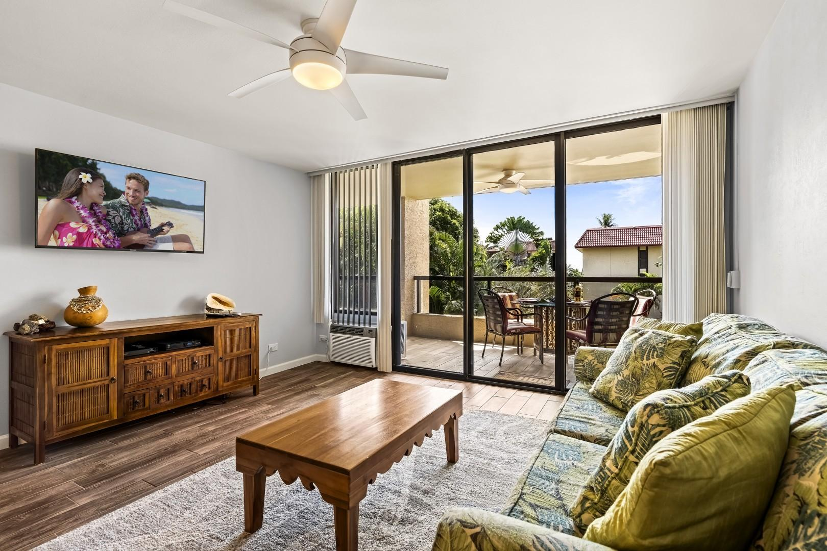 Access from the living room to the large Lanai