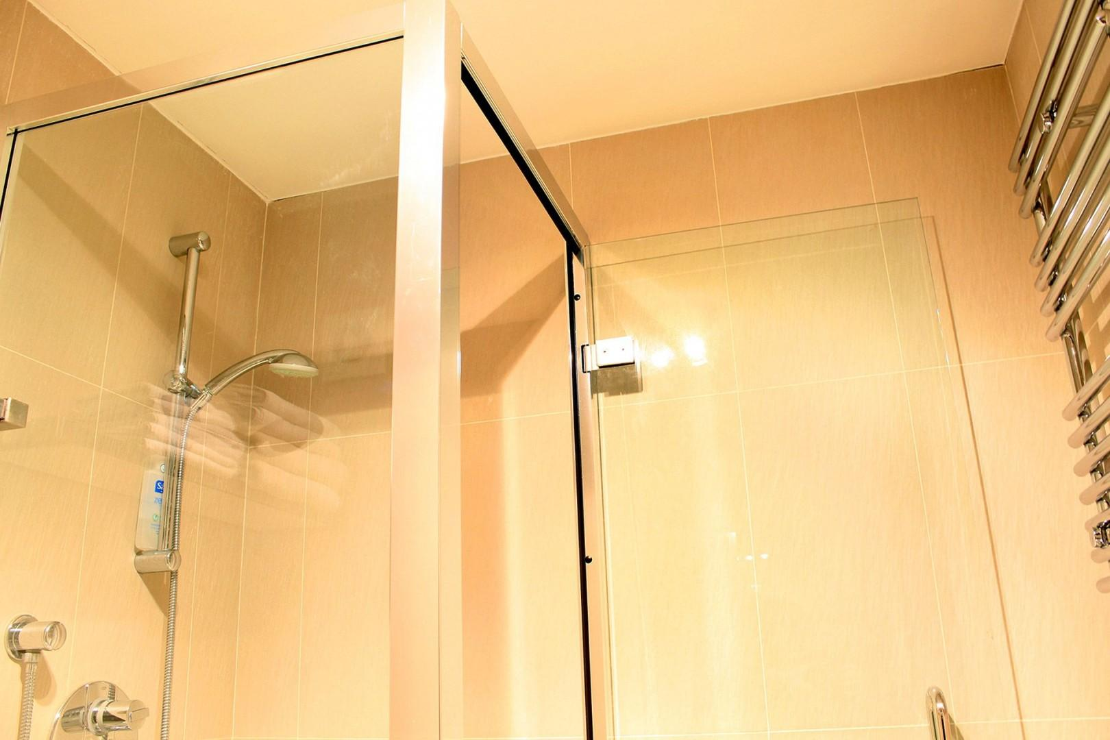 Step inside your enclosed shower at the Russell