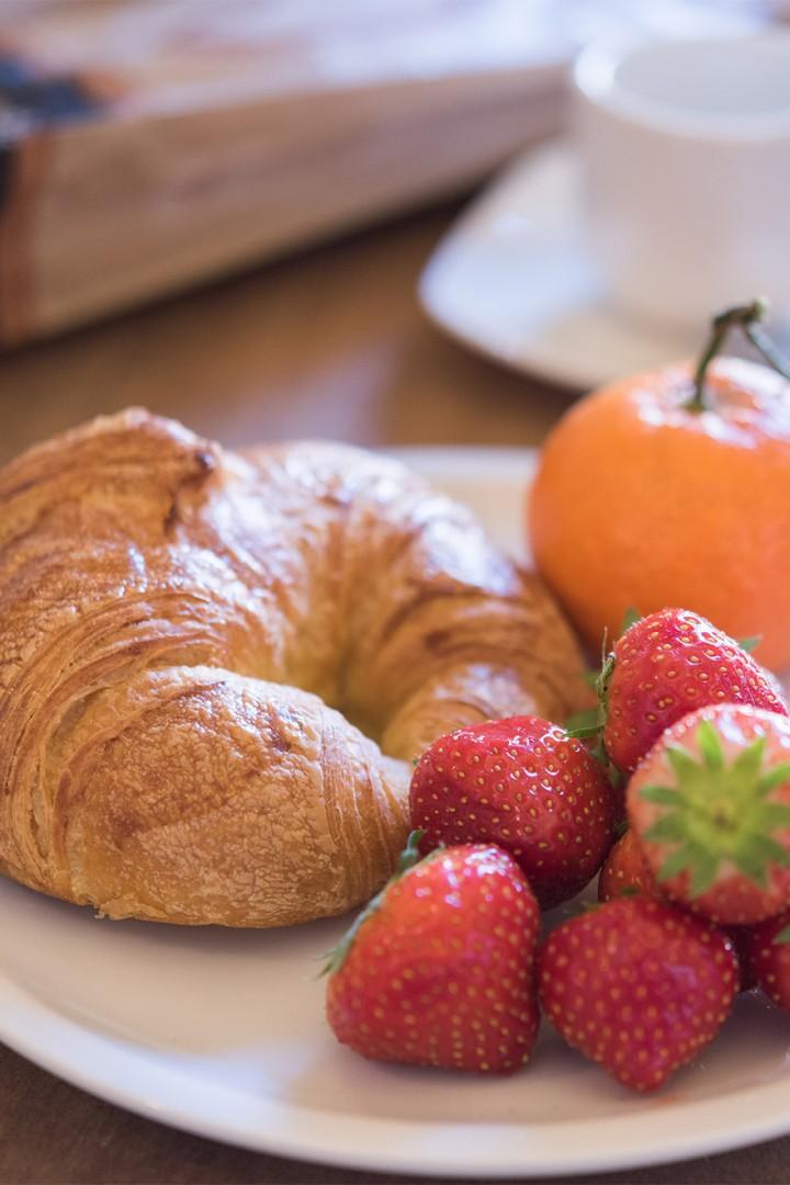 Enjoy petit-dejeuner at home