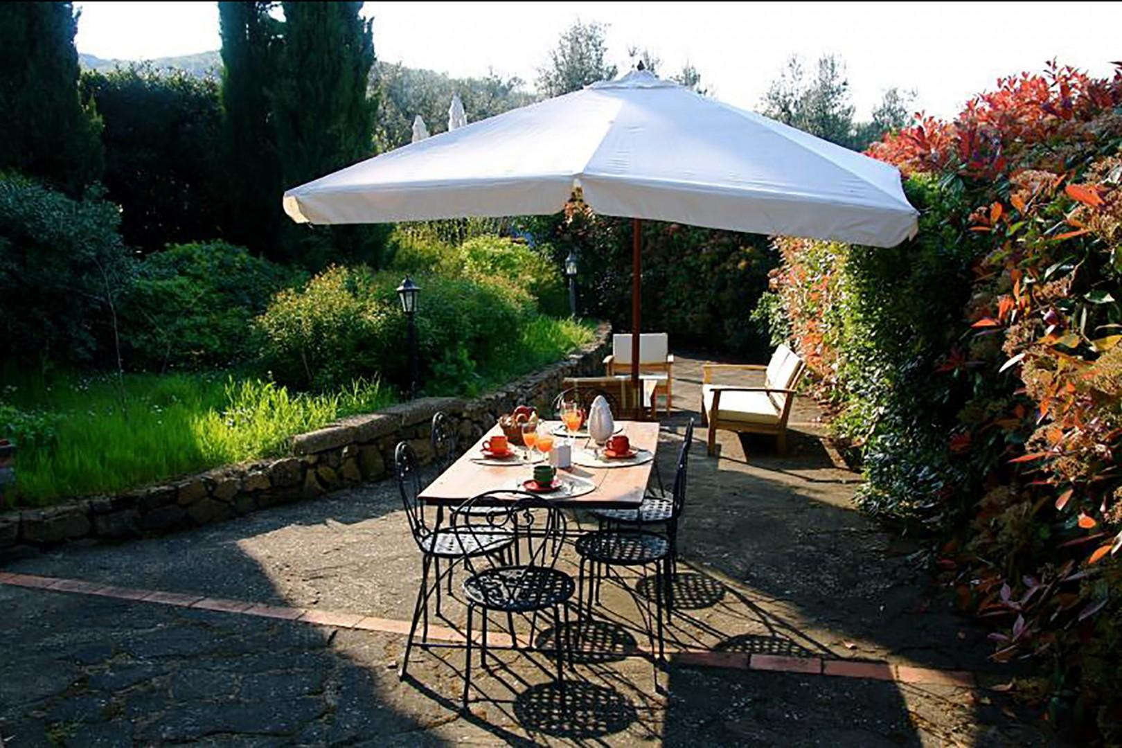 Limonaia is surrounded by flowers and has its own, large private terrace.