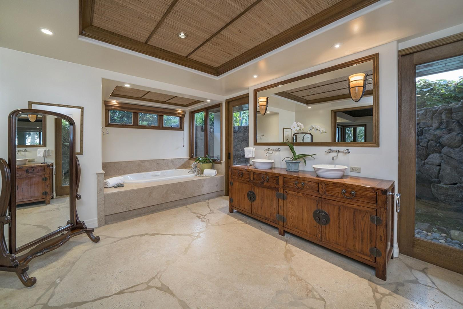 Guest house: Master Bathroom with jetted tub and outdoor shower.