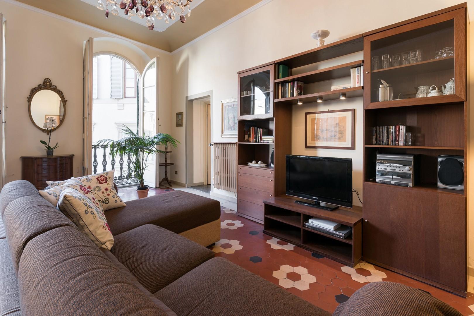 Living room windows overlooks Via della Spada.