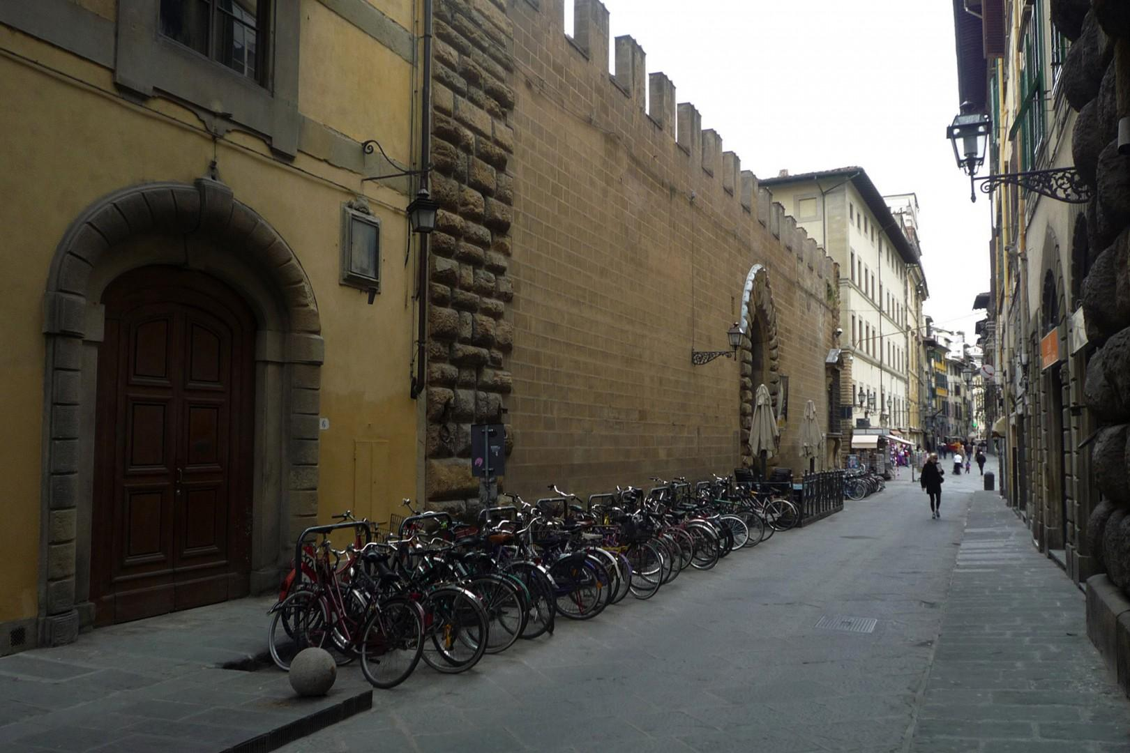 This is the facade of the Riccardi Library built in the 1600's on Via dei Ginori.