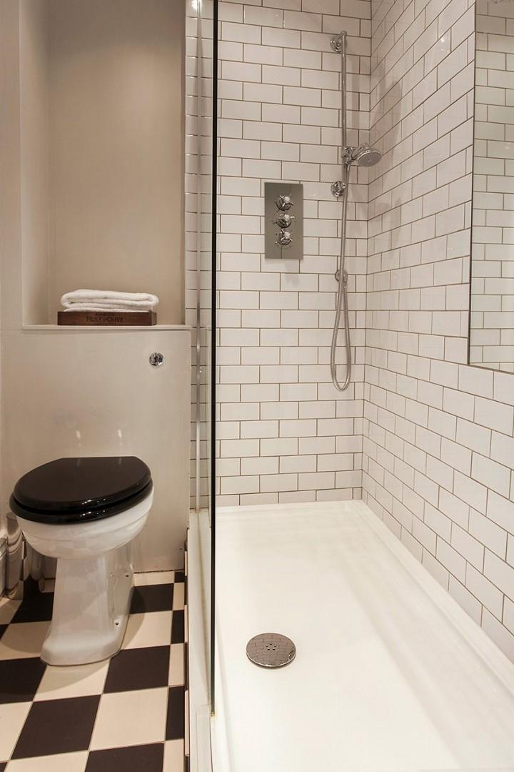 En suite bathroom with shower, sink and toilet