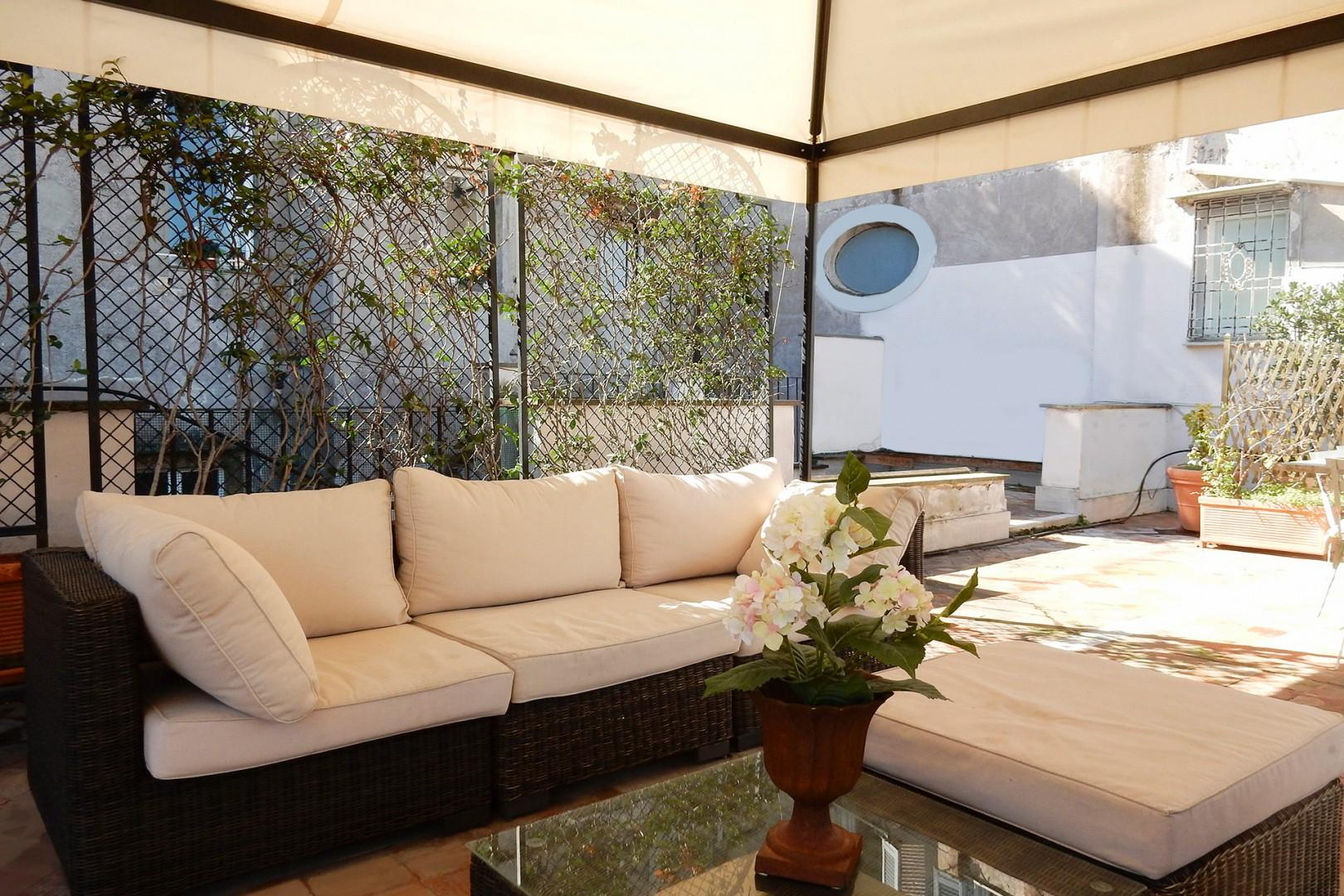 Wonderful expansive private terrace where you can enjoy views of Rome and meals, al fresco.