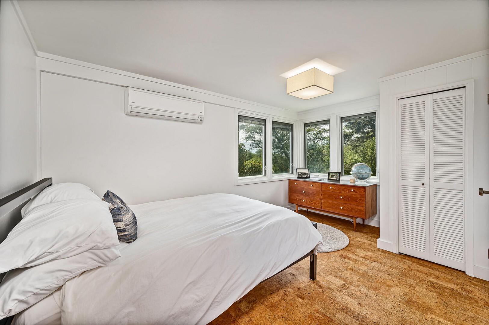 Jack and Jill bedrooms-Queen bed