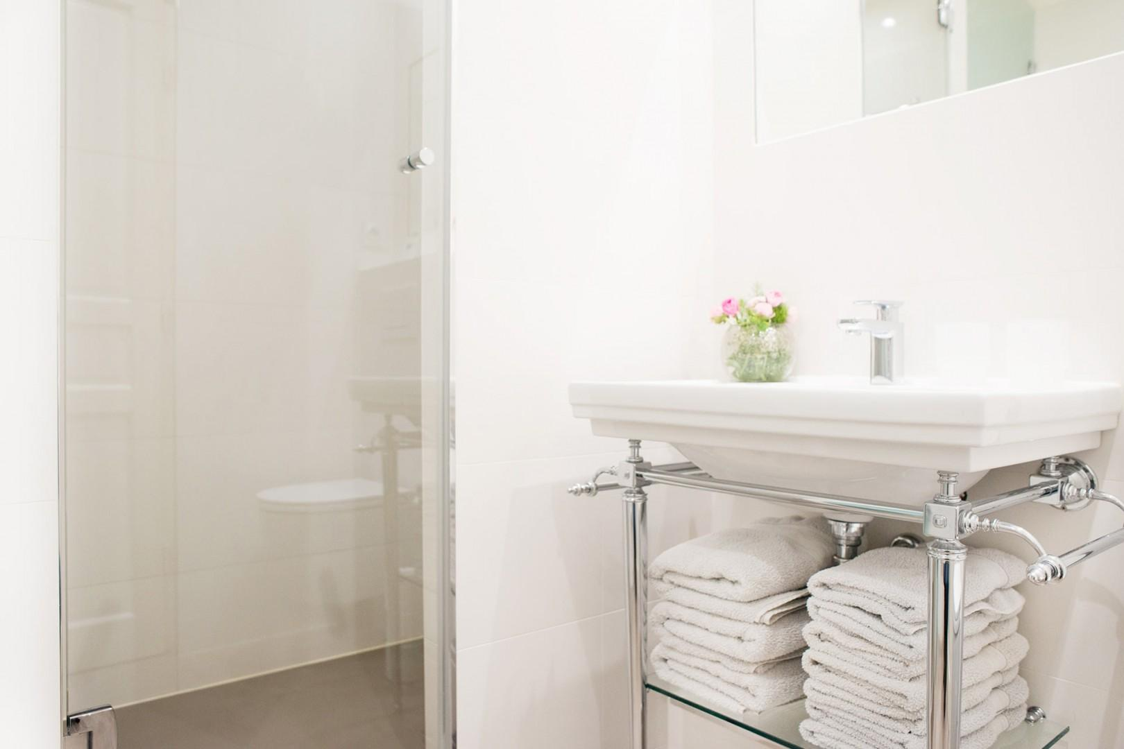 Start your day in the pristine bathroom 1.