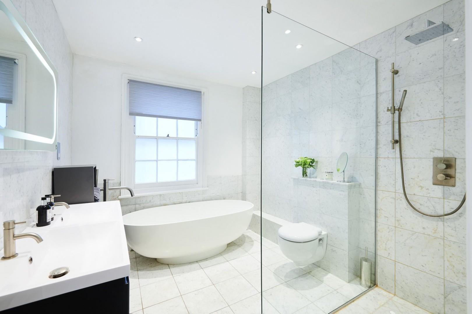 Large en suite bathroom with walk-in shower and bathtub