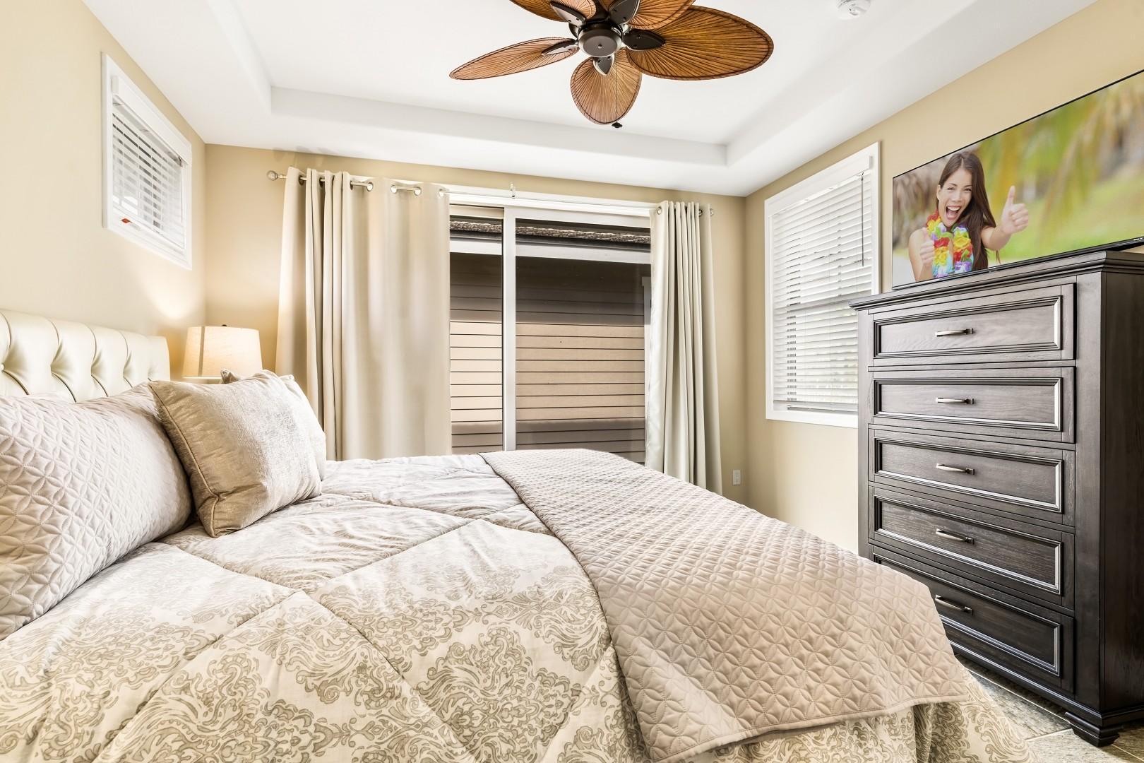 King bed, A/C, TV and Lanai access