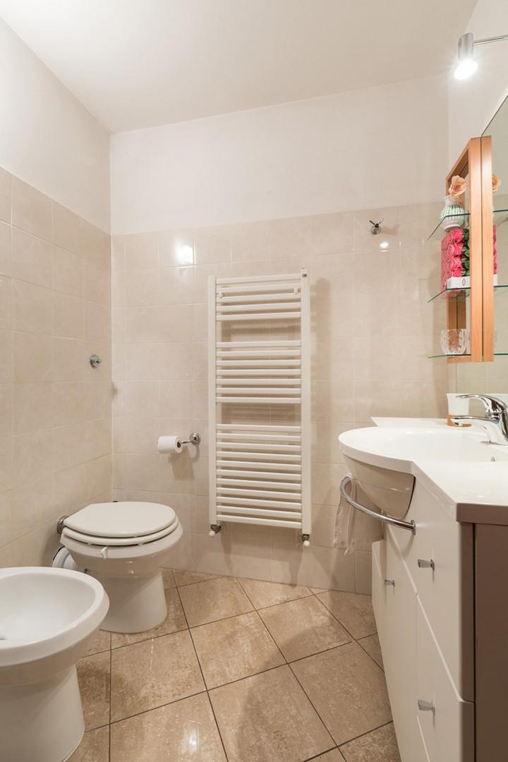 En Suite bathroom has shower, sink, toilet and bidet.