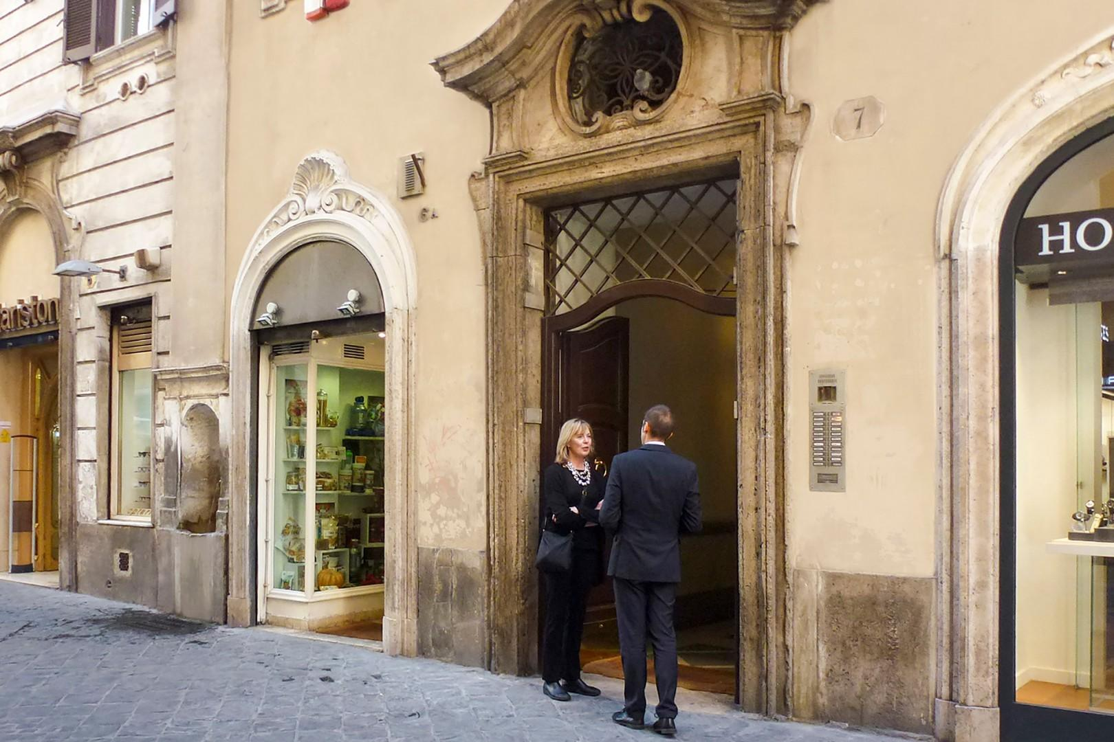 The apartment is located in this historic building in an elegant street in the Spanish Steps area.