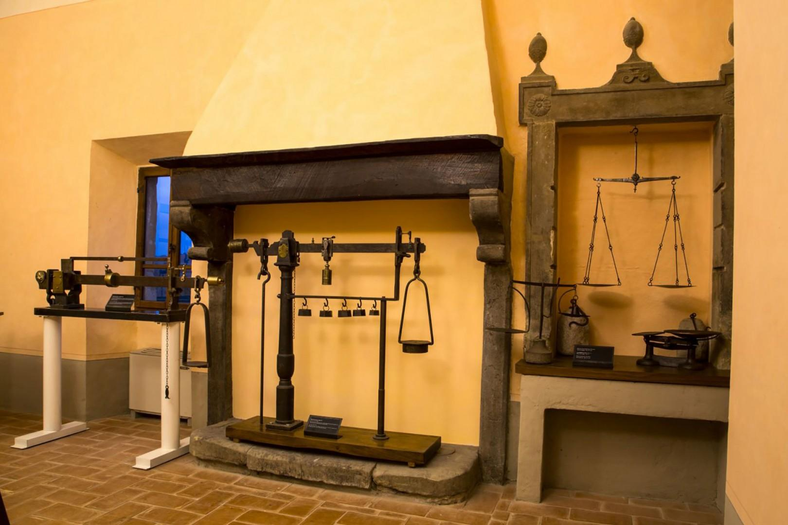 The Museum of Scales interactively shows 600 years of history of weighing machines. Good for kids