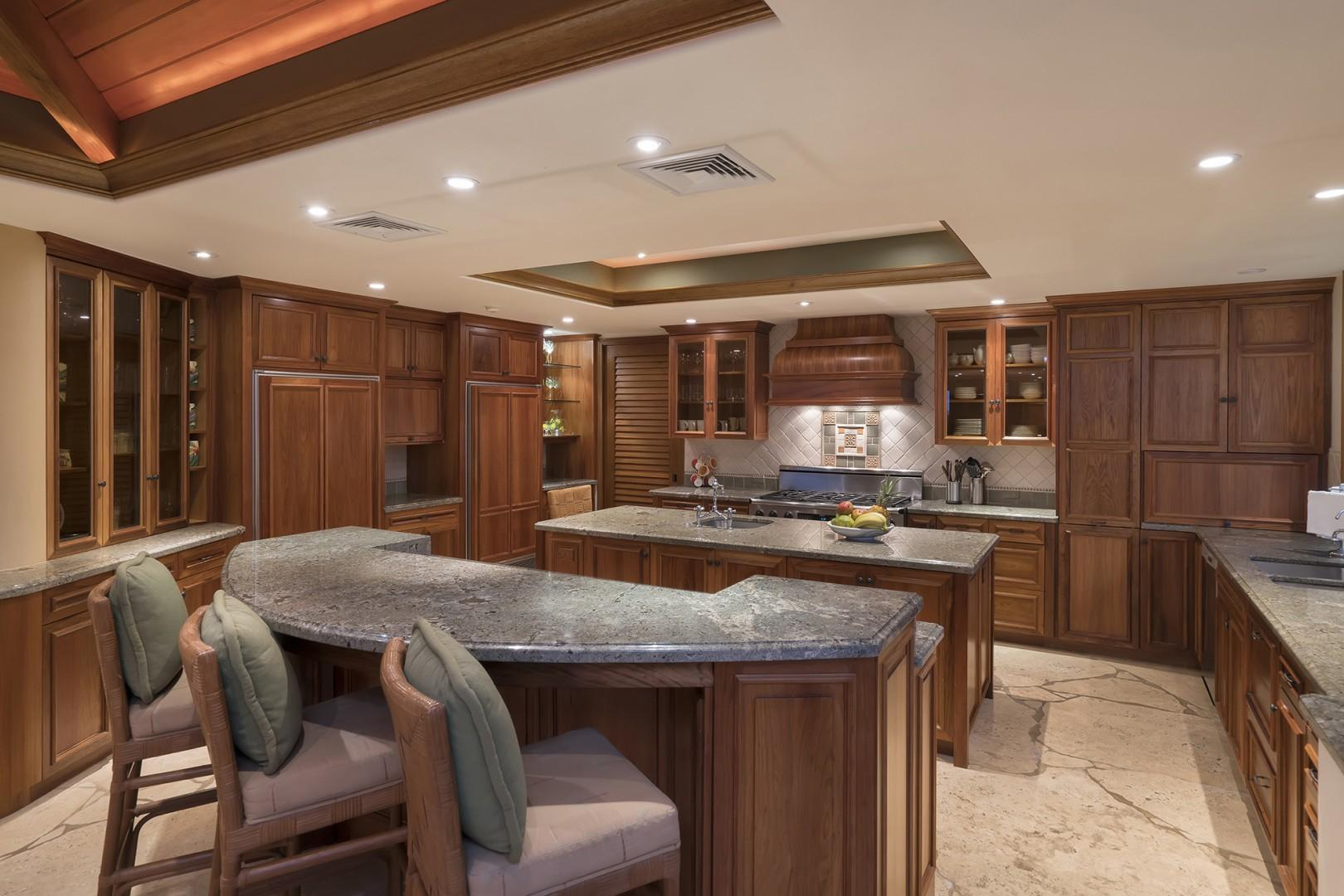 Main house: Fully equipped gourmet kitchen