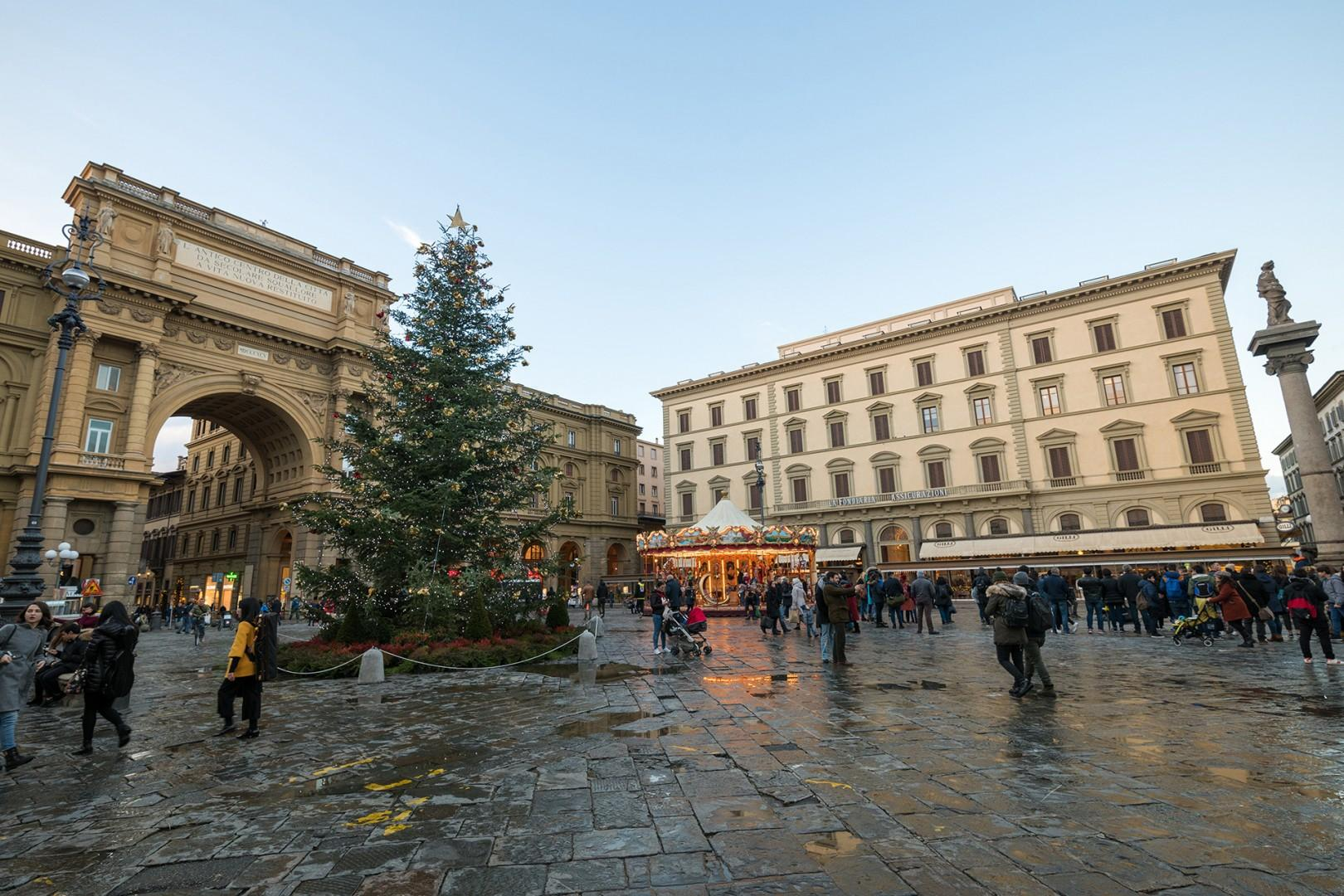 Piazza della Repubblica with its fine cafes, restaurants, merry-go-round & triumphal arch is nearby.