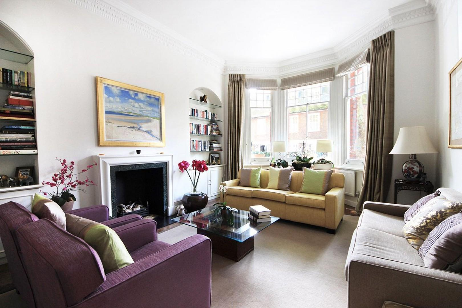 Elegant and bright living room in London vacation rental