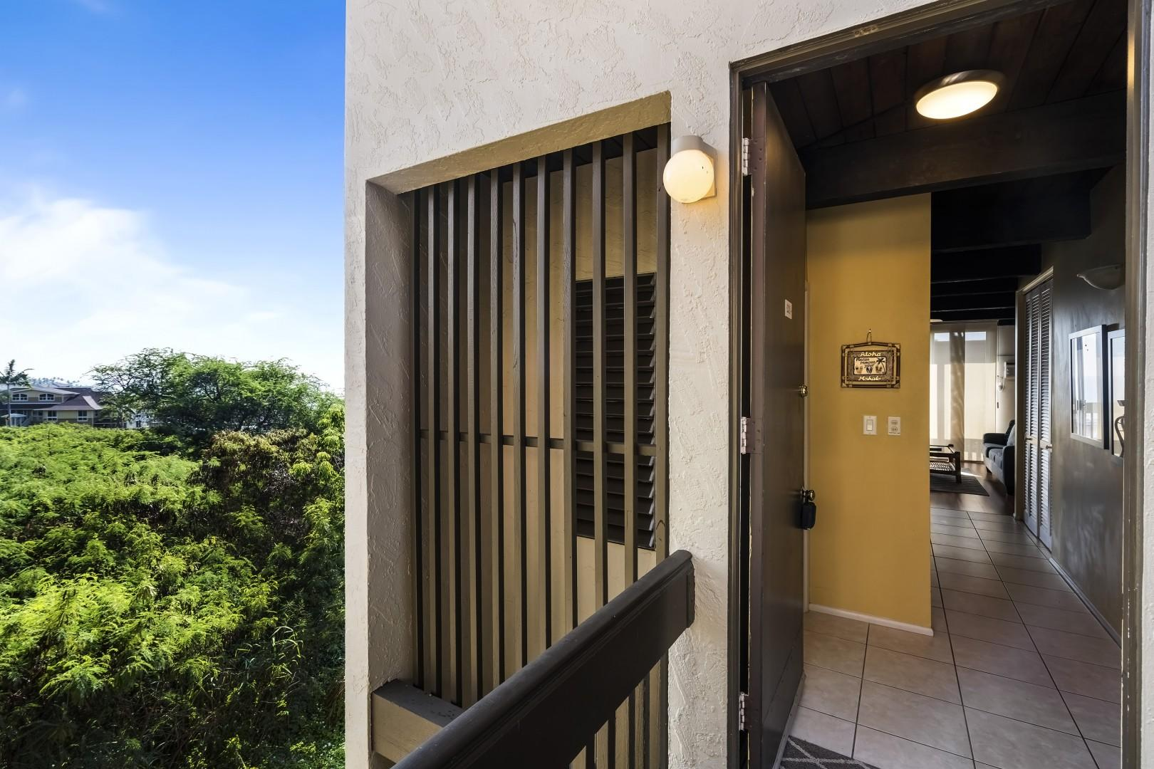 Kona Mansions D231 private entry, end unit on the top floor!