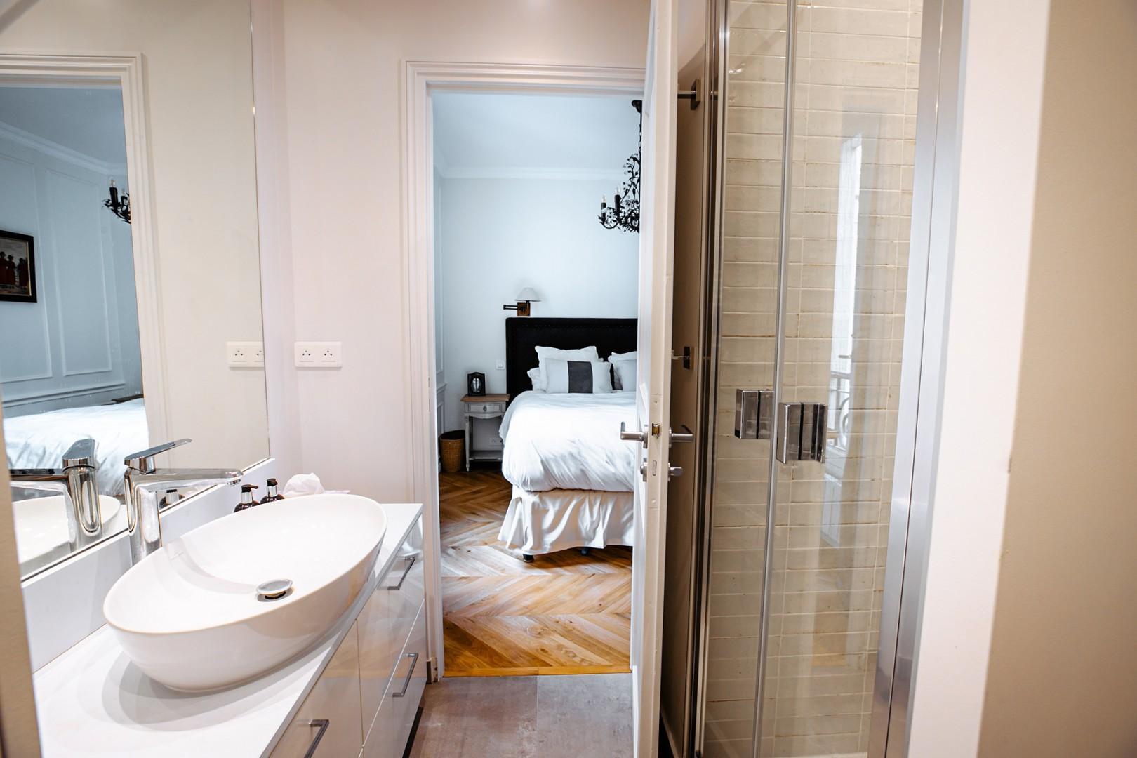 The beautiful en suite bathroom is tiled in Travertine marble