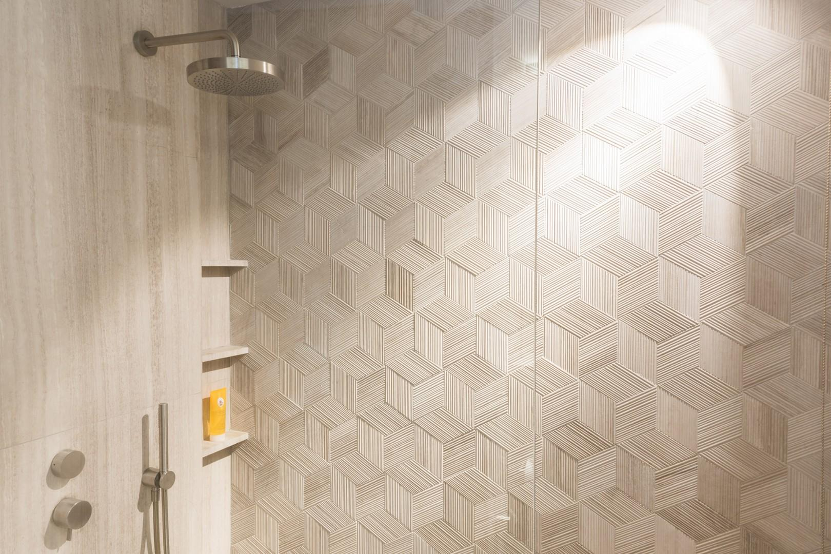 Textured feature wall in the large shower