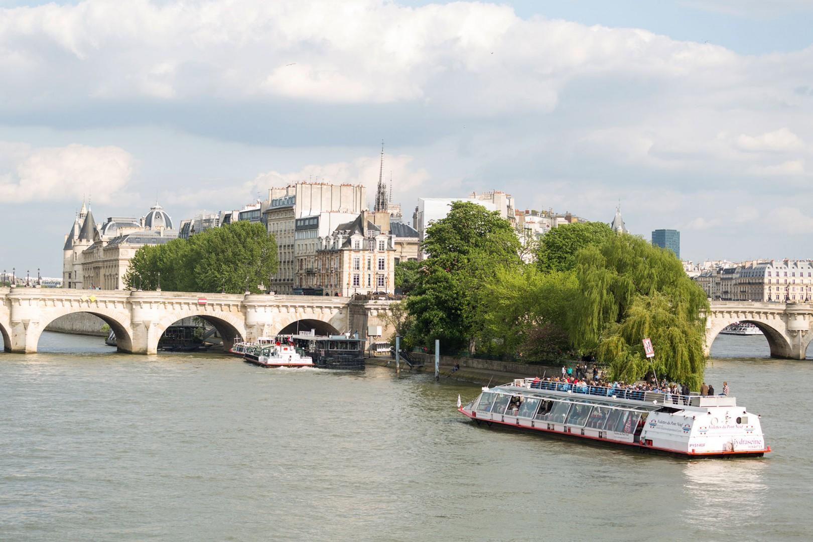 CMS-48-(See Paris in style with a cruise on the Seine River.)-seine-river-cruise-ile-de-la-cite