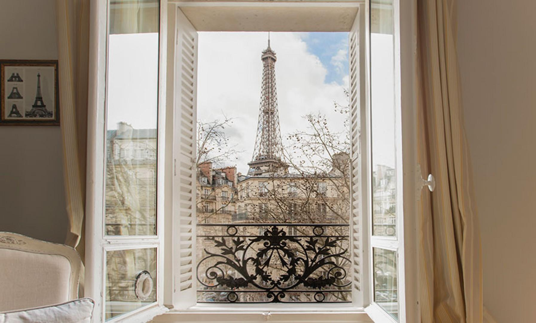 Welcome to the Jasnieres rental with picture-perfect views of the Eiffel Tower!