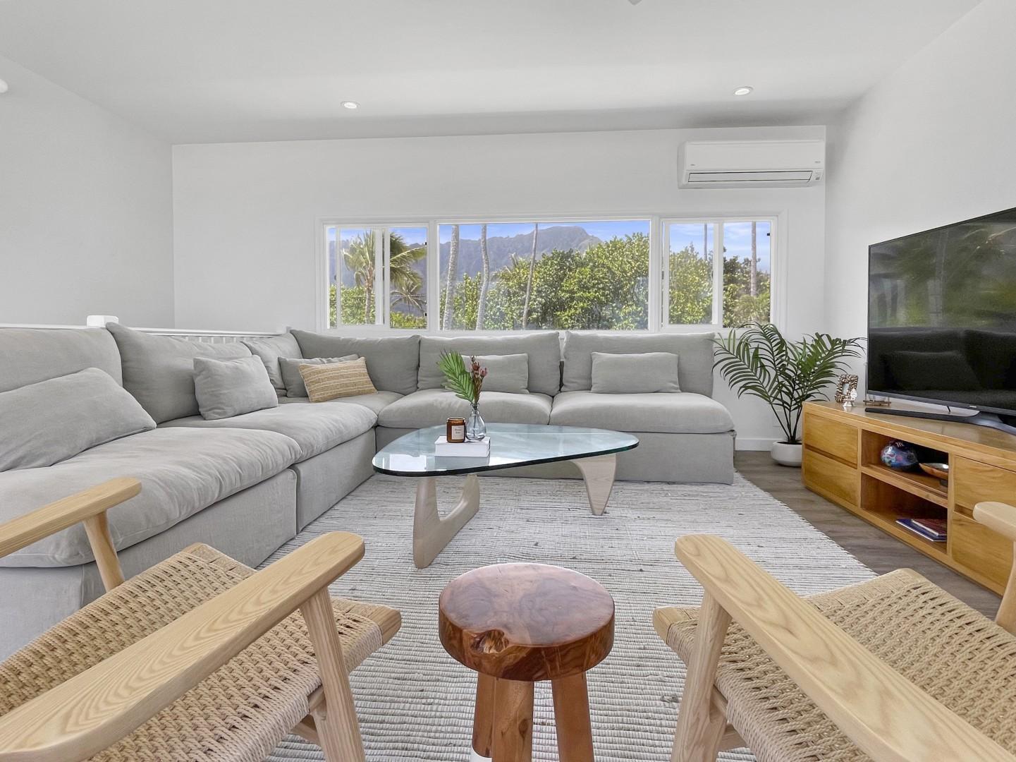 Living room - with amazing ocean and Ko'olau mountain views!