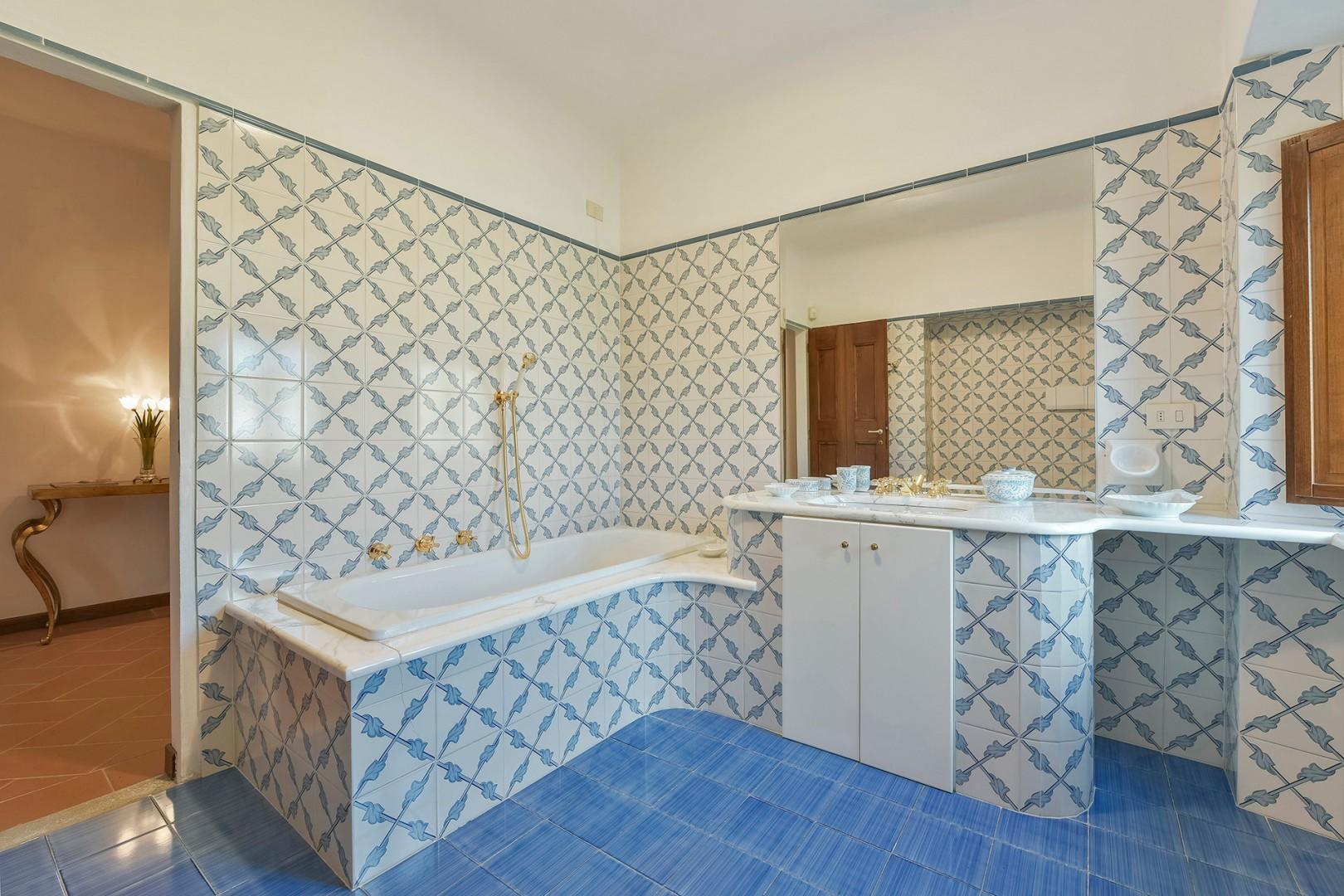Bathroom 1 has a bathtub with handheld showerhead.