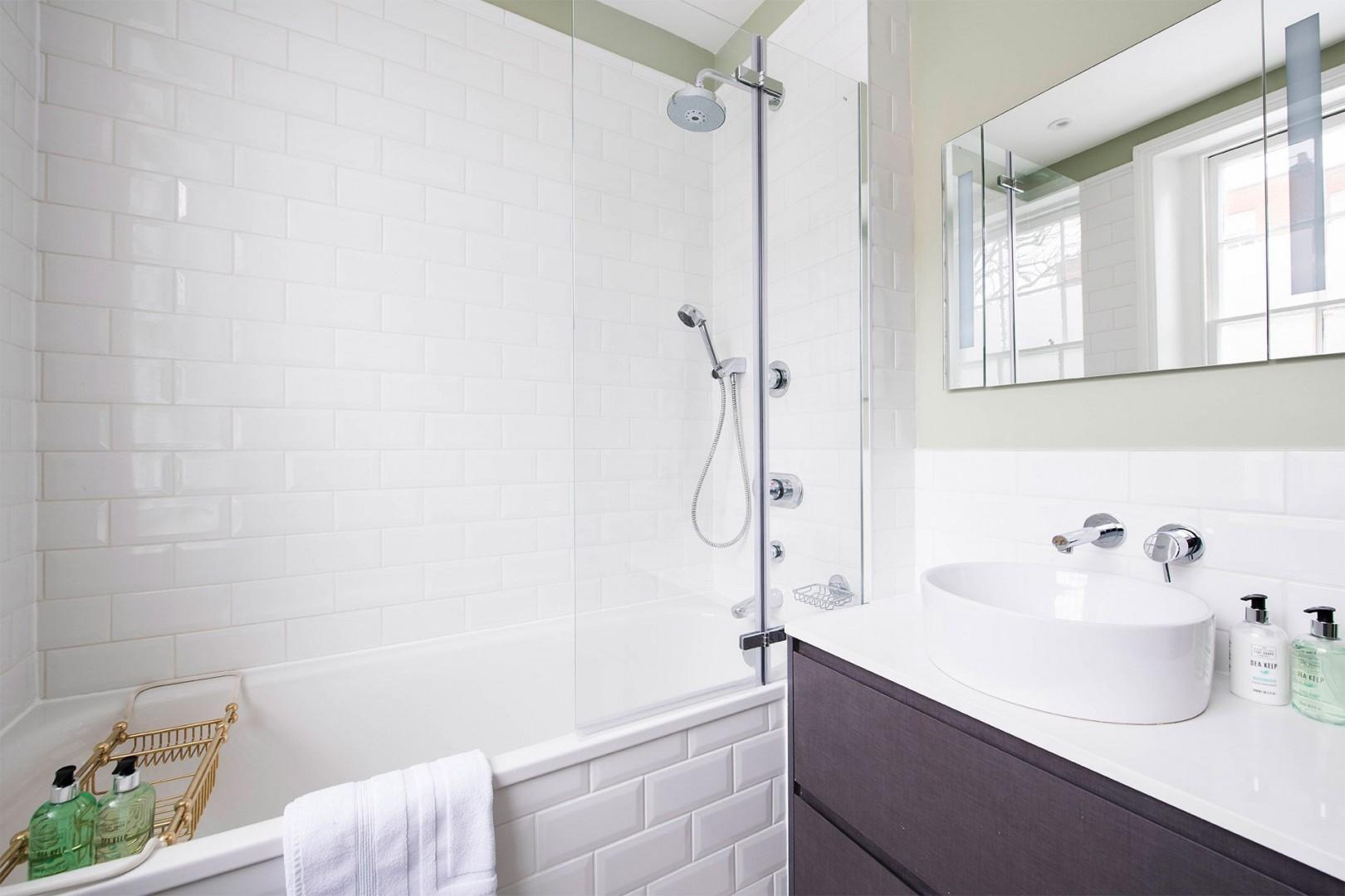 Bathtub with fixed and flexible shower heads