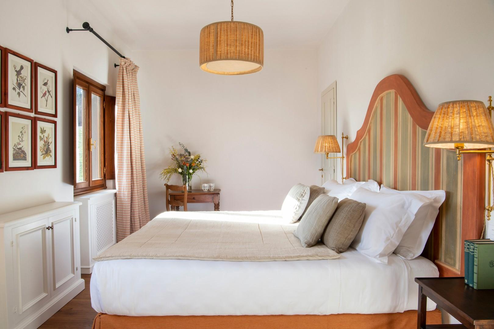 All 5 bedrooms have an en suite bathroom and beds that can be prepared together or apart as two beds.