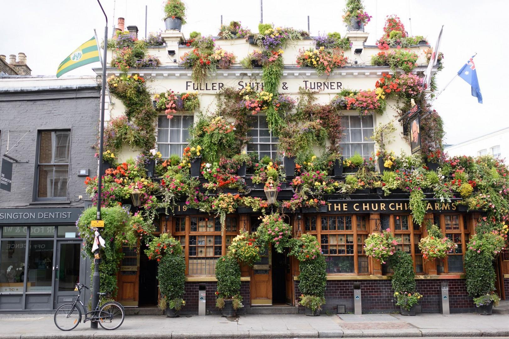 CMS-43-(Iconic London pub)-388112294-1533214440-GL-pub-churchill-arms-kensington-church-street-london-1