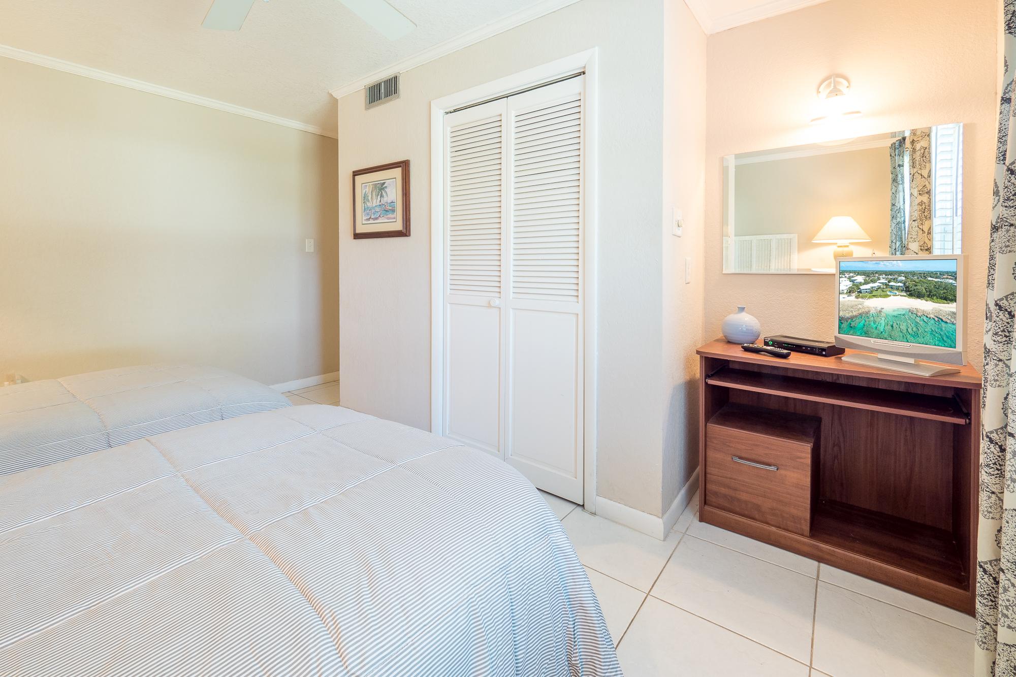 Cocoplum 7 Twin Beds Guest Bedroom