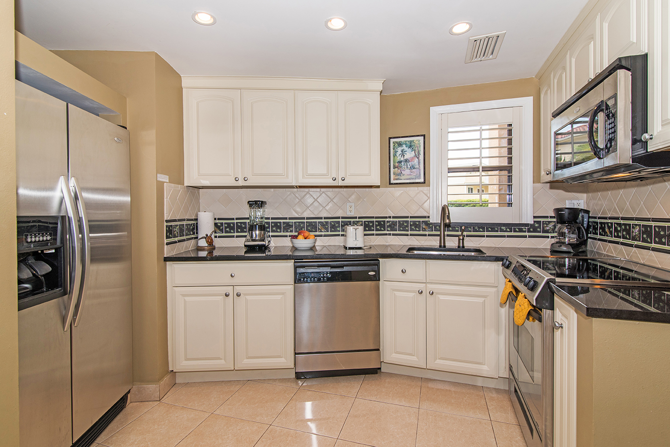 Georgtown Villas #113 Fully Equipped Kitchen