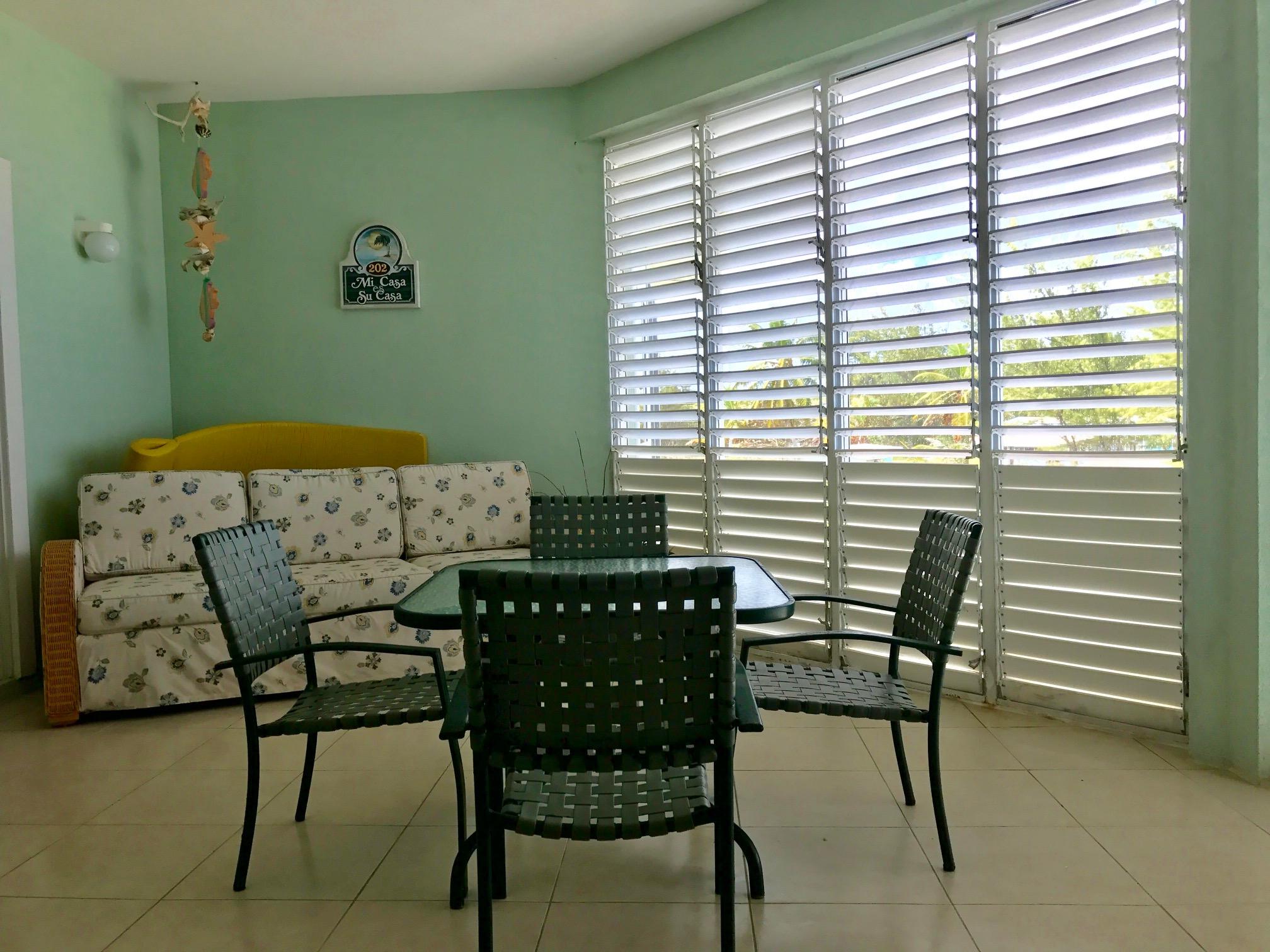 Cayman Stead Lanai