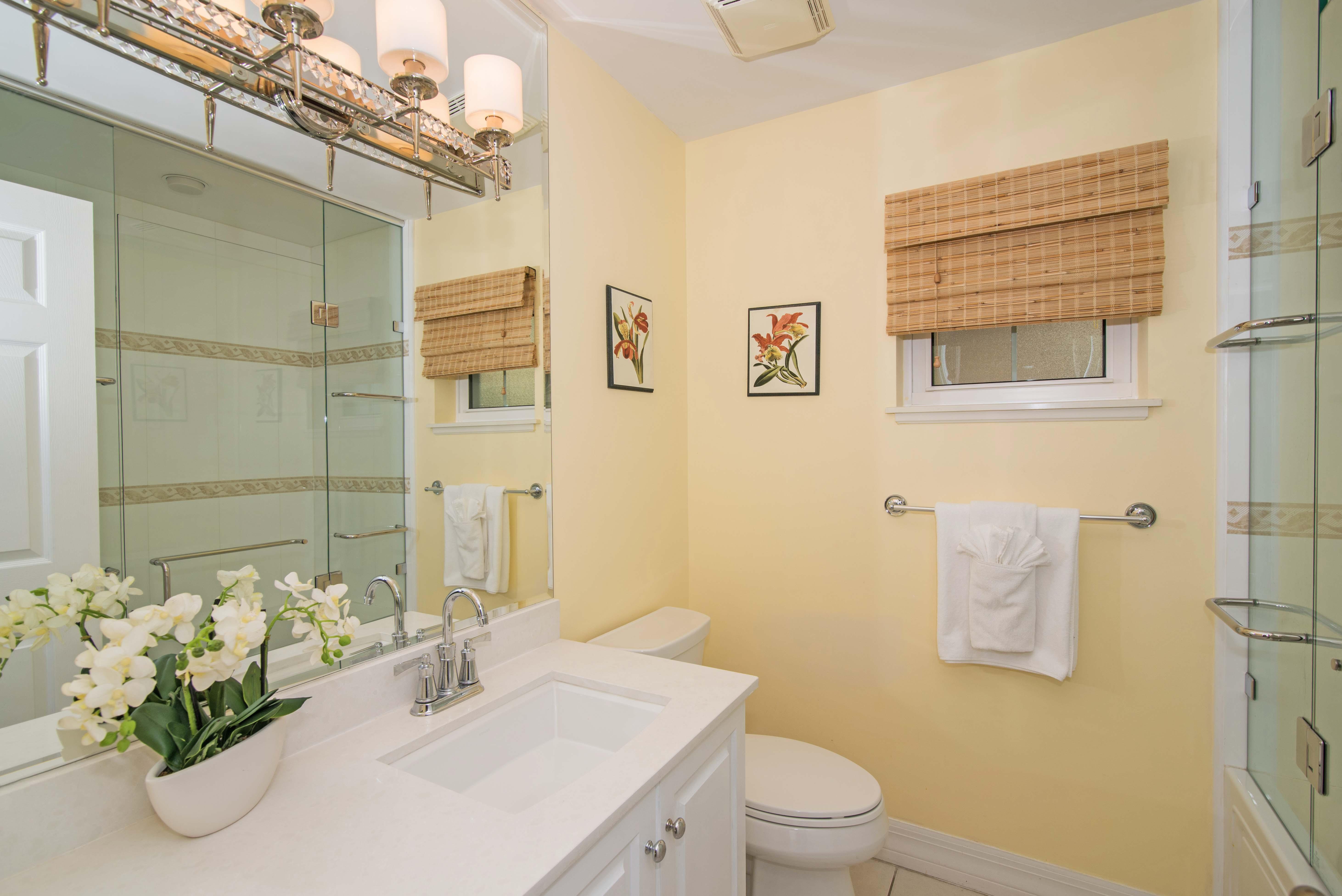 Regal Beach 624 Guest Bathroom