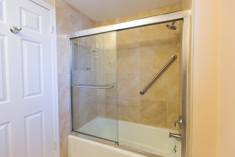 Georgetown Villas 218 Guest Bath