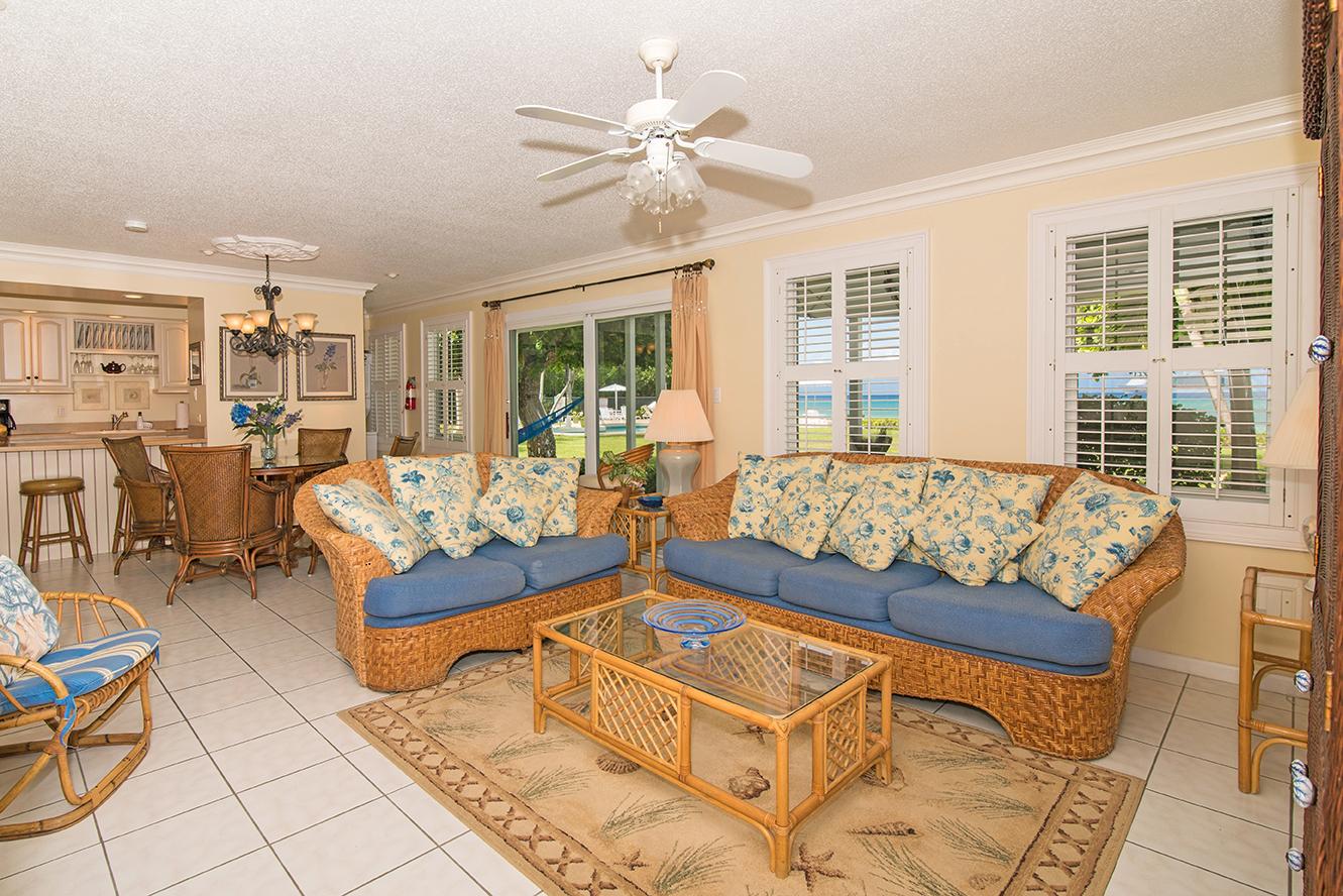 Cocoplum #3 Living Area