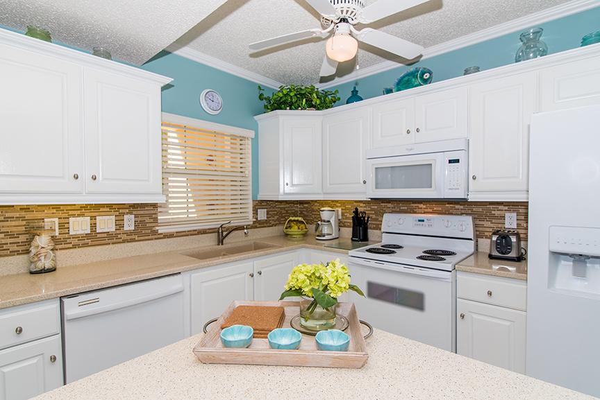 Regal Beach Club 122 Kitchen