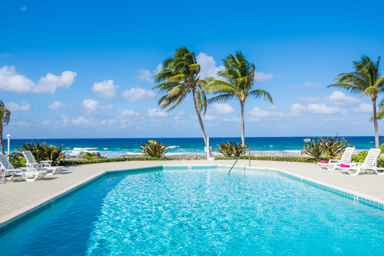 Freshwater Oceanfront Pool