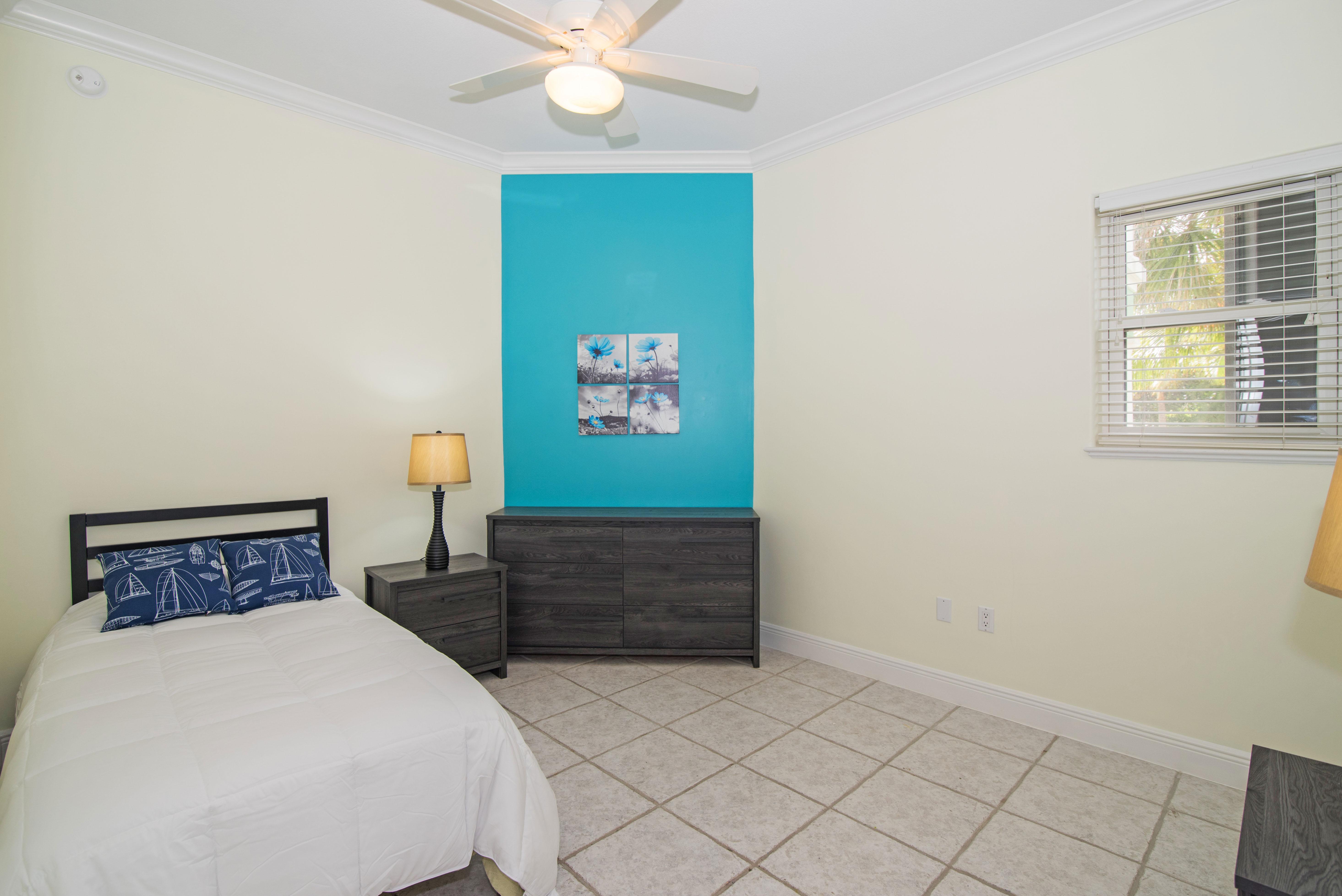 3rd Guest Bedroom w/ 2 Twin Beds